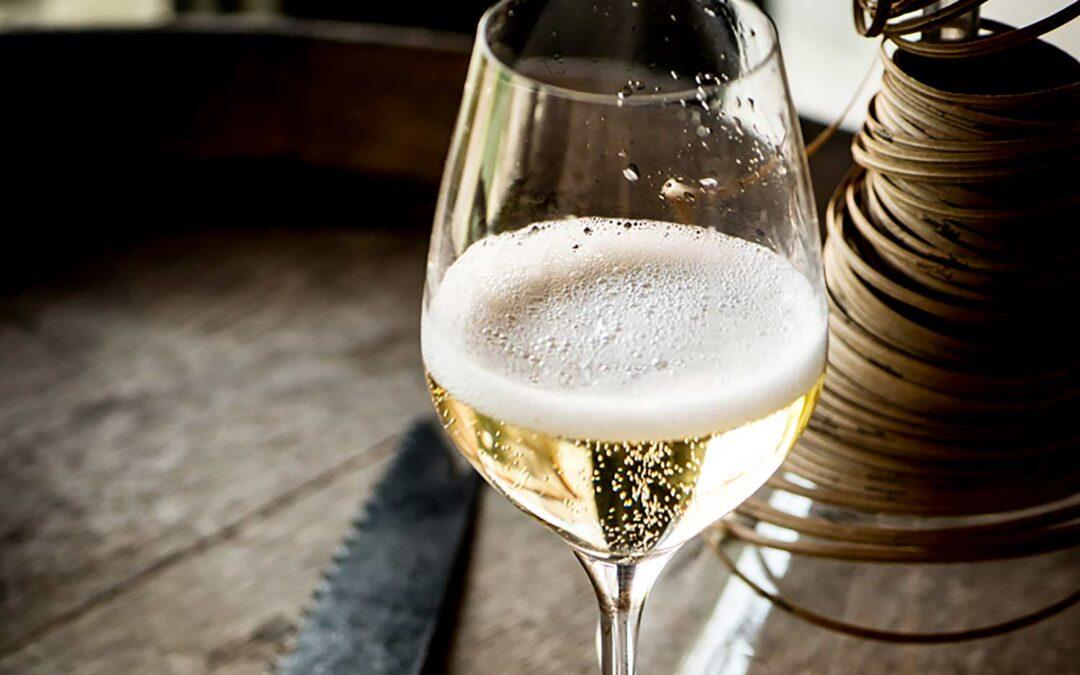 Vill göra Champagne folklig