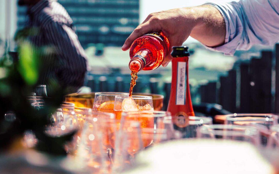 Italiensk likör i Aperol spritz firar 100 år